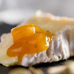 Salsa dulce de melocotón y albaricoque con bayas de goji y cardamomo