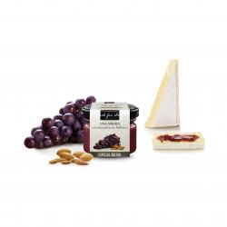 Salsa dulce de uva negra con almendras